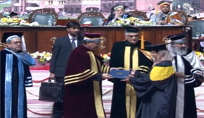 President Manmoon's maid-in appearance on Comsats 52nd convocation